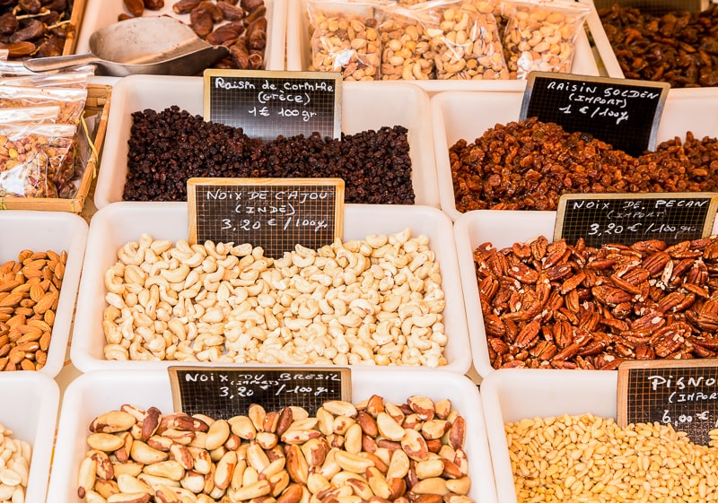nuts and raisins in bulk boxes reduce plastic waste